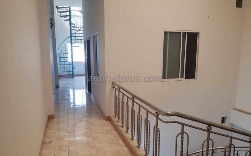 Cho thuê nhà 3 tầng + lửng mặt tiền đường 2/9, giá 20 tr/tháng